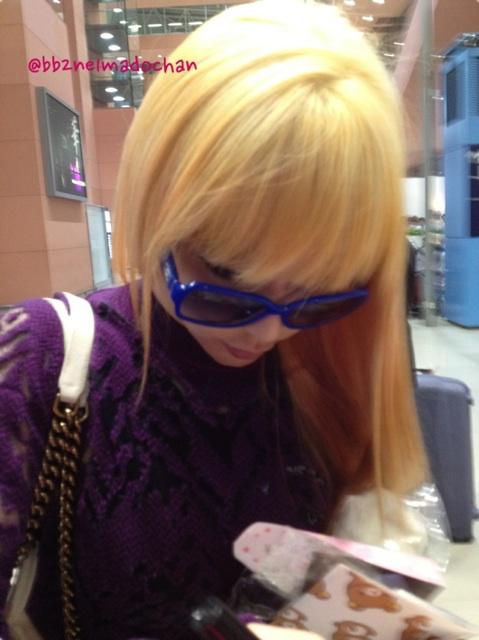 [30.8.2012][Photo]Park Bom tại sân bay Kansai, Nhật Bản 7qetb