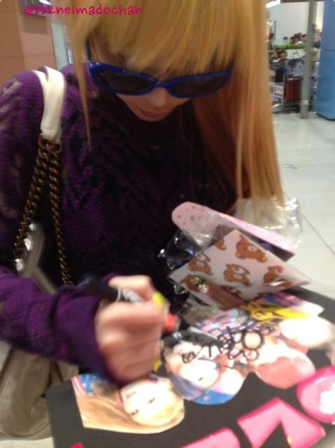[30.8.2012][Photo]Park Bom tại sân bay Kansai, Nhật Bản Murmp
