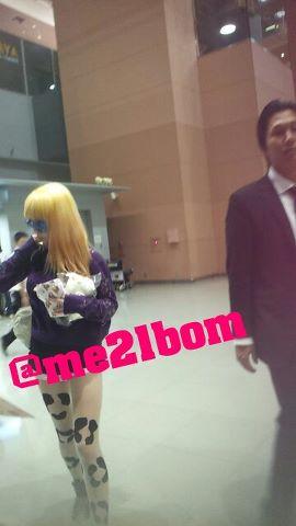 [30.8.2012][Photo]Park Bom tại sân bay Kansai, Nhật Bản Mv9hb