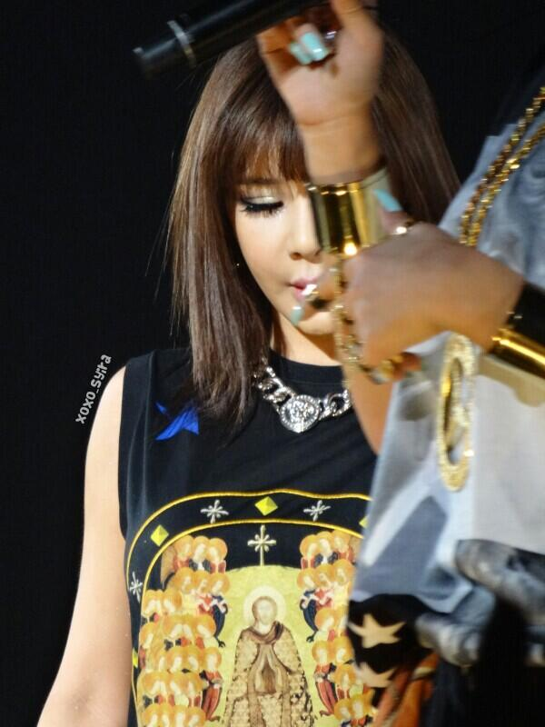 magnificent and cute park bom at gdragon�s ooak concert