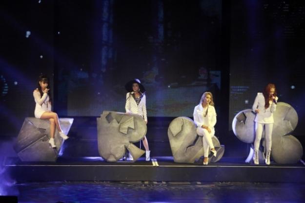 2NE1-AON-Malaysia011