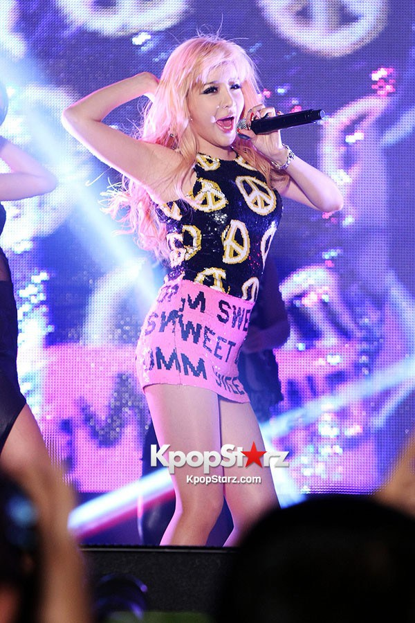 33859-2ne1-performs-at-gangnam-station-for-vega-r3-launching-show